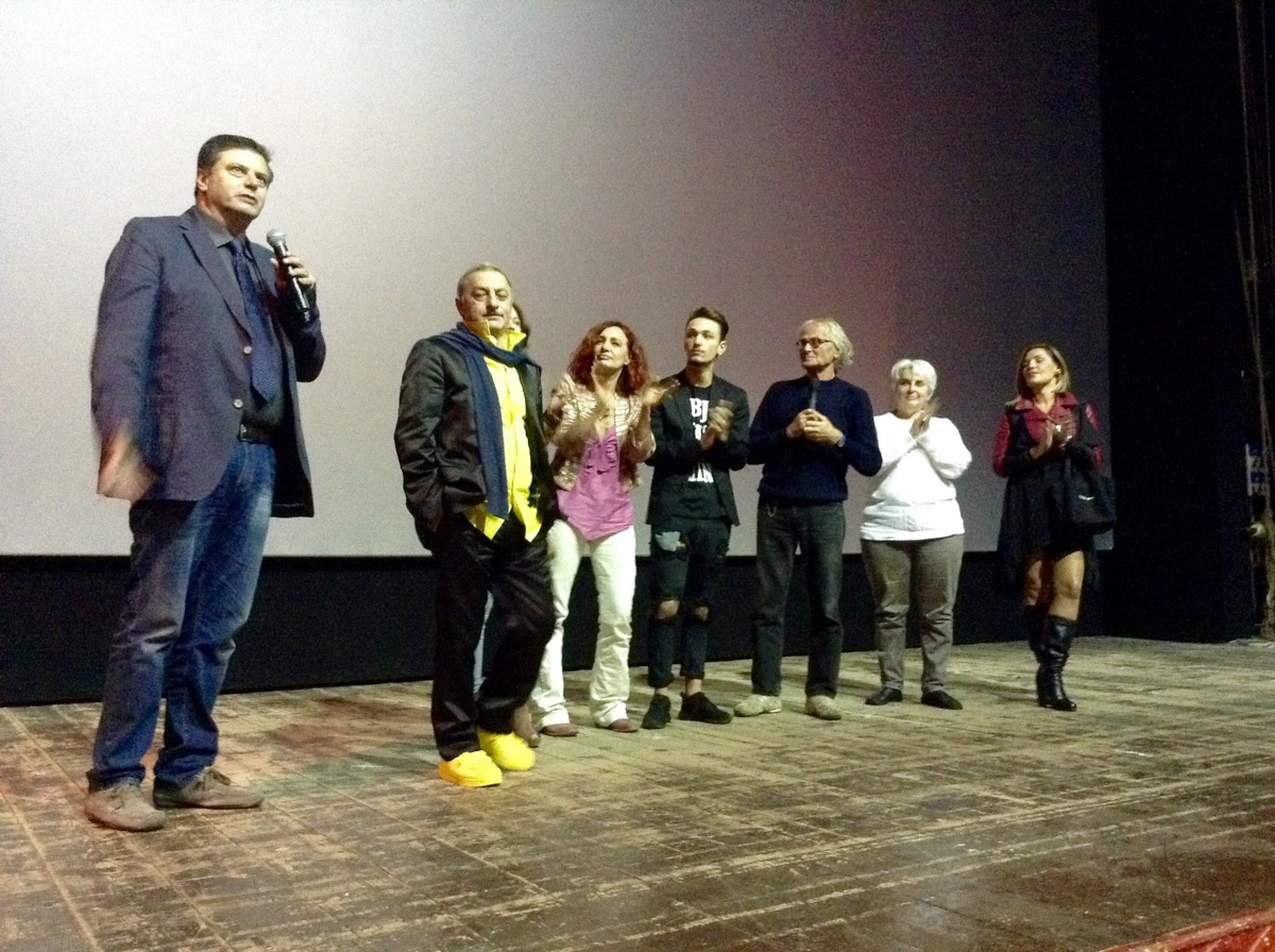 24 10 15 La Perla Antonio Capuano E Il Cast Di Bagnoli Jungle1